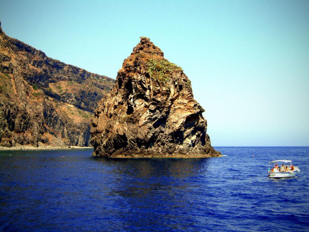 Dietro Isola
